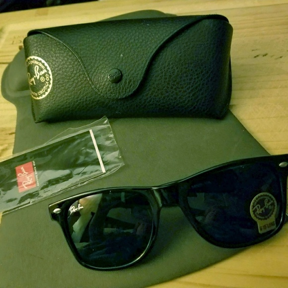 de8f701945c Ray Ban Wayfarer Sunglasses NWT